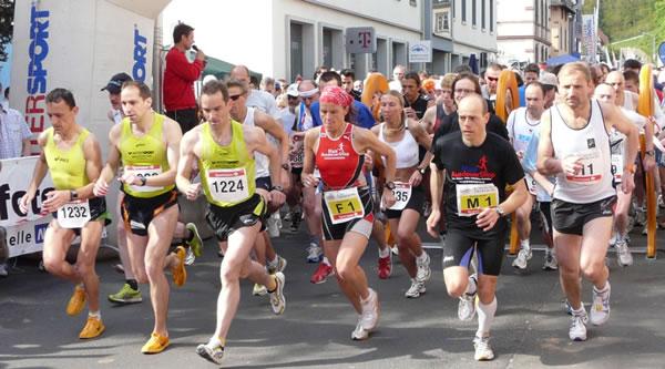 Start des 10km-Laufs mit der regionalen Laufelite